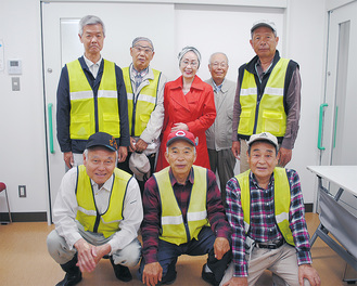 和泉川中央水辺愛護会の会員たち