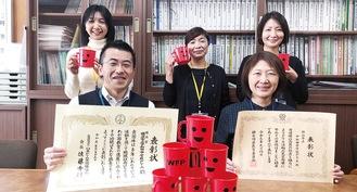 今年度の役員と昨年度副会長だった矢野さん(前列右)