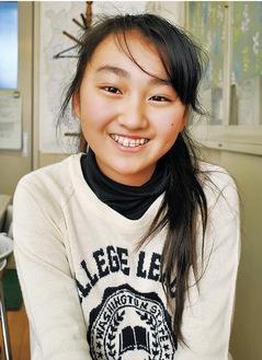 受賞した長谷川心海さん「1年生の時から応募し続け、表彰式に出席できる賞がもらえて嬉しいです」