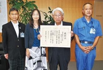 菊地会長(中央右)と深川区長(中央左)ら