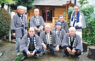 下和泉神明社保存会の会員たち