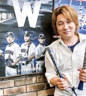 現役時代の番長(左端)が写るポスターと吉田店長
