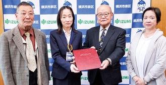 深川区長(中央左)と松浦会長(中央右)