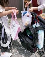 困窮世帯に食品配布