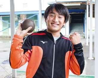 笑顔を見せる小川さん