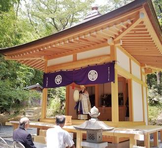 総ヒノキ造り、銅葺きの屋根に生まれ変わった