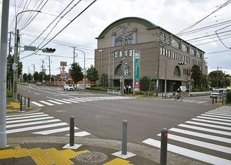 中田中学校入口交差点