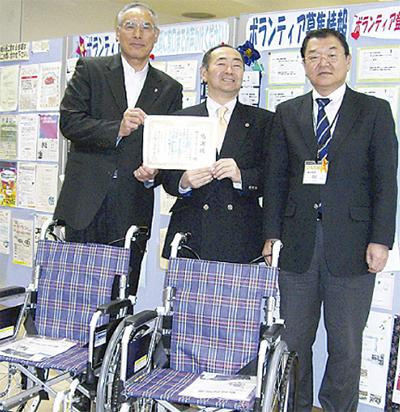 車椅子2台を寄贈