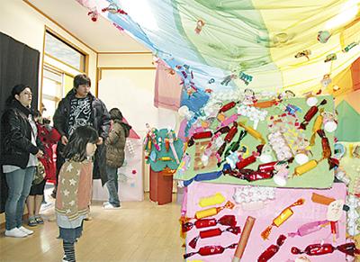 明成幼稚園で作品展
