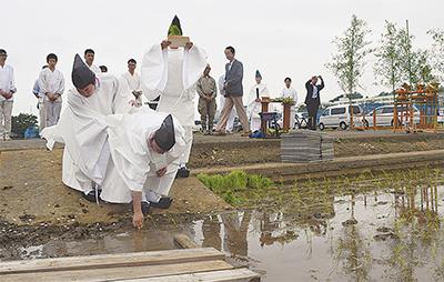 豊作祈り田植祭