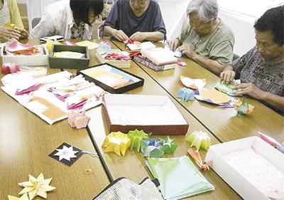 3世代で折り紙