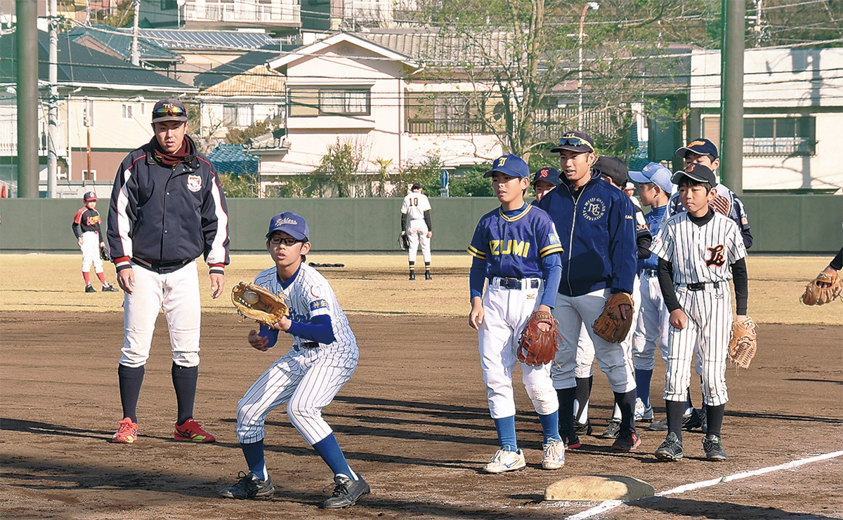 泉球児、大学生と練習