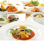 イタリア各地の料理が並ぶ