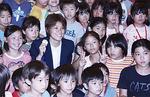 YMCAでは多くの子どもに囲まれた