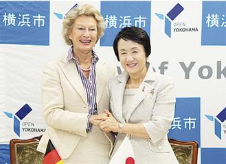 9月末に調印式を行った両市長(提供/横浜市)