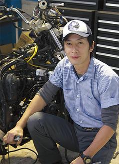 泉区の中古バイク販売・修理会社で働く小野さん