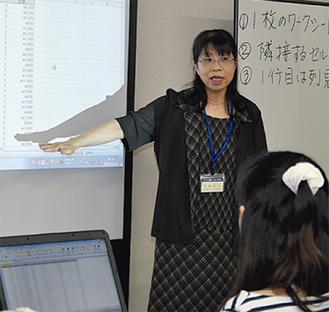 女性講師が丁寧に指導