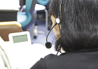 横浜いのちの電話には1日約60件の相談が寄せられる