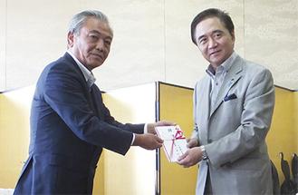 小泉代表(左)と黒岩知事
