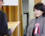 代理出席した渡邉選手の母・真理子さん