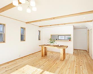 無垢の床が心地良い室内