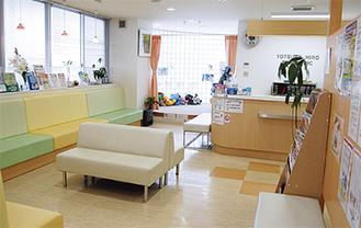 ▲広々、ゆったりとした待合室