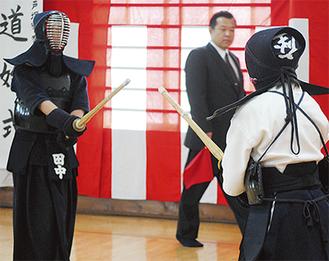 緊張感漂うなかで行われた剣道の演武