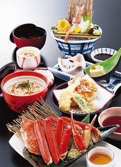 全8品の「ずわい蟹と桜えび御膳」は税込2604円