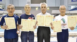 寿泳クラブのメンバー、左から下野さん、渡邉さん、白山さん、小貫さん