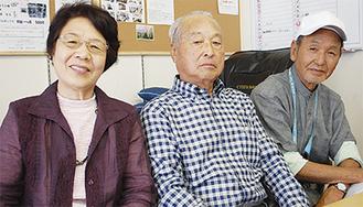 小学校で同級生だった3人。左から下田さん、山村さん、樋口さん