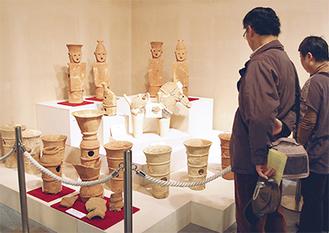 貴重な円筒・形象埴輪が展示されている