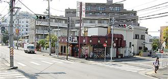 東戸塚小付近の戸塚税務署入口交差点