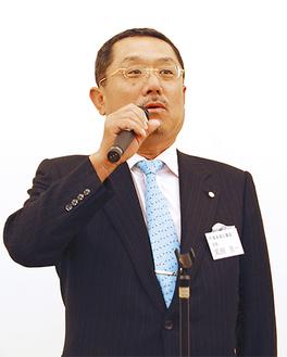あいさつに立った黒田会長