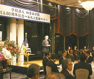 沢山の支援に感謝の意を述べる渡邉園長(中央)