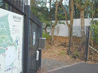 現在は白いフェンスに囲まれている内苑(1月23日 撮影)