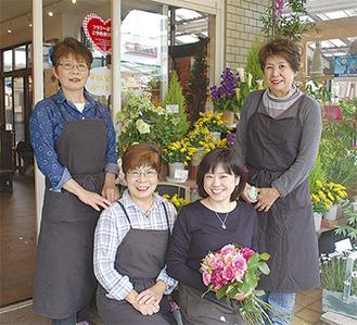 「気軽にお立ち寄りください」と話す(左から)小澤京子さん、森栄子さん、森千晶さん、田邊泰枝さん
