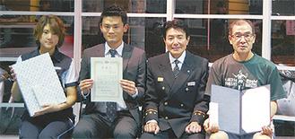 左から高山さん、坂入さん、坂本署長、高橋さん