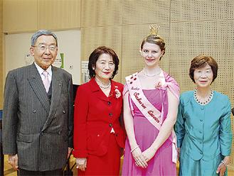 左から早瀬会長、橋丸会長、グレーヴェアト・ラウラさん(桜の女王)、早瀬慶子さん