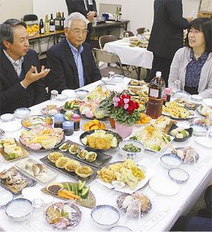 JA横浜戸塚支店で、農水産物の魅力を語り合う参加者