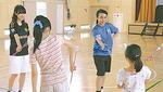 バトンを教える戸塚高校の生徒