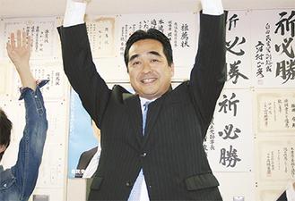 当選を喜ぶ坂井氏