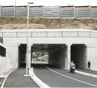 開通した新トンネル。車道、歩道ともに既存トンネルより広がった