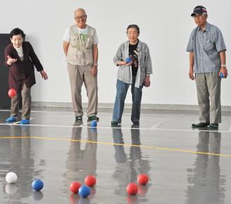 ゲームを楽しむ参加者たち
