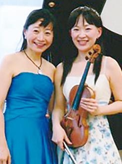 ヴァイオリンの李文佳さん(右)とピアノの丹生谷佳惠さん