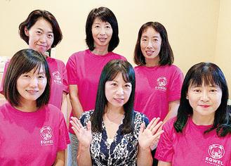 丸山代表(中央)と講師たち