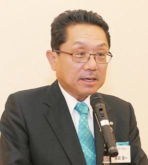 スピーチする黒田会長