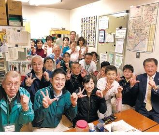 横浜セイビ社員。右端が川口社長、左から2人目が川口常務