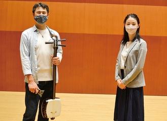 出演予定の栗原さん(左)と同施設の山上さん