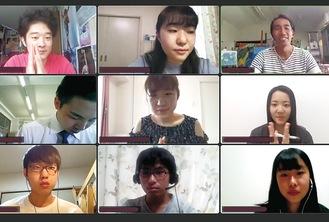 Zoom上で交流を深める生徒と大学生ら