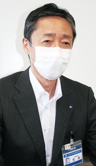 本紙のインタビューに答える吉泉区長